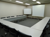 地下会議室(コの字形式)