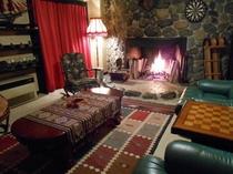 暖炉のラウンジ
