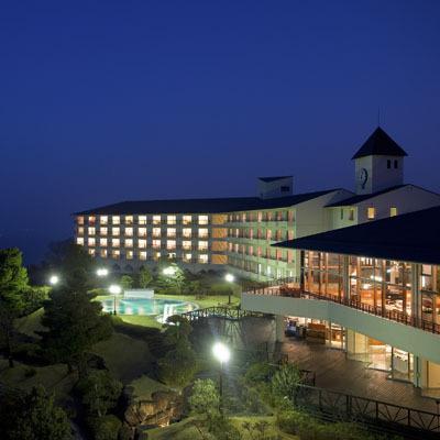 夜のホテル全景■