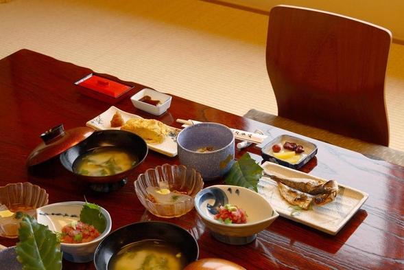 【一泊朝食付プラン】朝食は当館自慢の和定食を・・・落ち着いた和室と本館貸切風呂でごゆるりと♪
