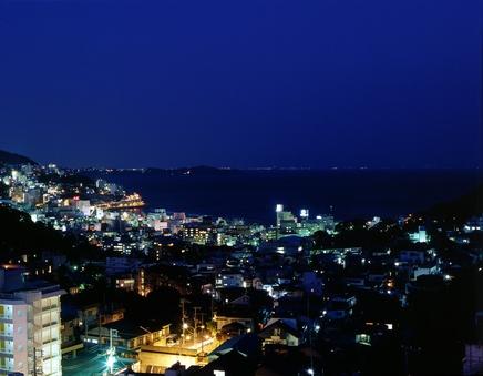 海と山…夜景を見下ろす30畳の宴会場へお泊りプラン♪