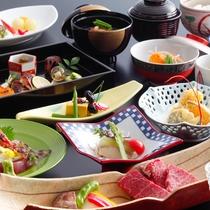 *四季折々の美味を五感で感じていただける季節の彩りを盛り込んだ会席料理。(一例)