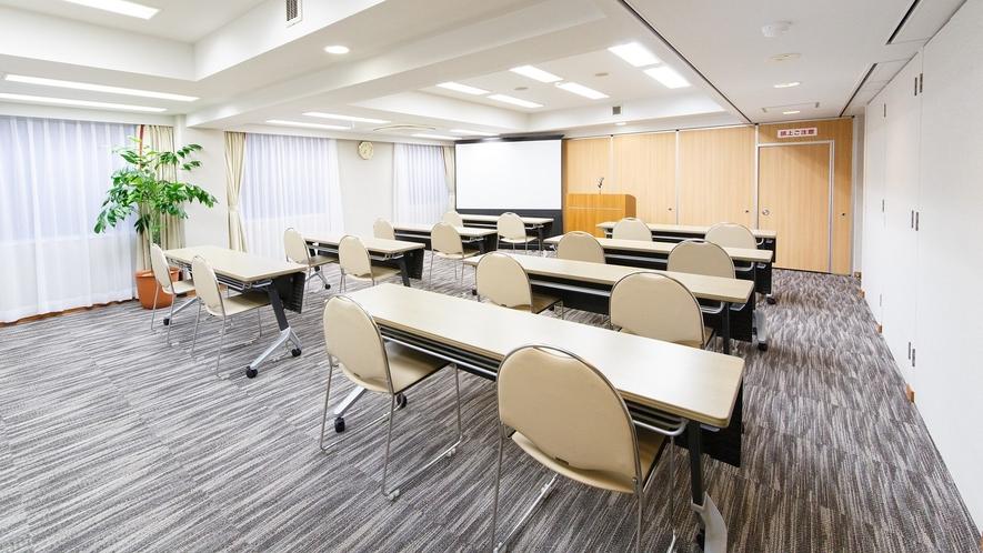 会議室「ソレイユB(54㎡)」最大収容人数 ロの字30名様 スクール形式30名様