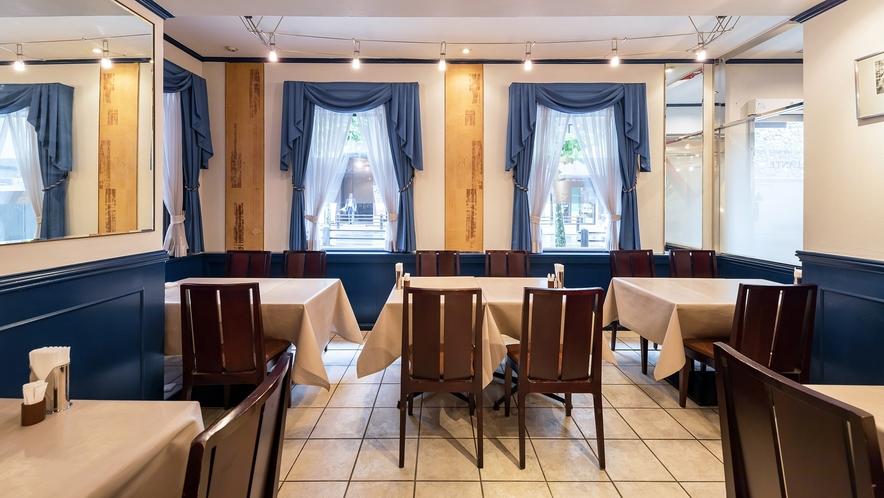 レストラン店内(窓側)