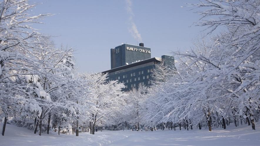 外観裏 明遅の冬の空
