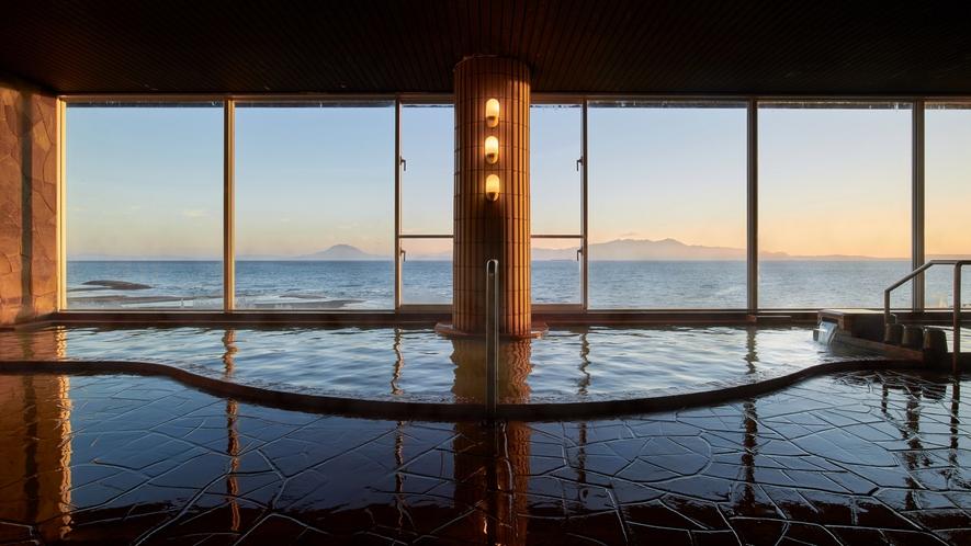 大浴場からの錦江湾風景