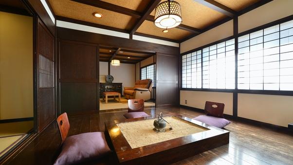 【欅の間】 民芸調の囲炉裏のついた当館で一番広いお部屋