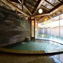 ○姫湯(朝)白糸の湯 木曽の五木を使用した内湯
