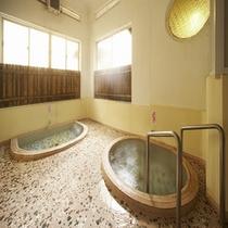 【山荘の湯】源泉かけ流し貸切風呂。ご自由にお使い頂けます。(2室完備)