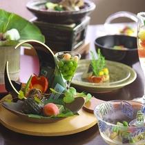 旬の食材を味だけでなく、見た目でも楽しめる会席料理※お料理イメージ