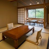 【佳松亭・標準室(12.5畳和室)】のんびりとお寛ぎいただくのに充分な広さの和室