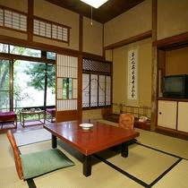 【山荘・標準客室(8畳和室)】登録文化財空間、落ち着きある8畳の標準客室