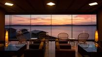 ロビーからの眺望 夕景
