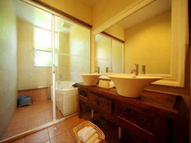 広い浴槽空間