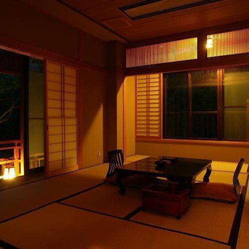 欅 夜・部屋