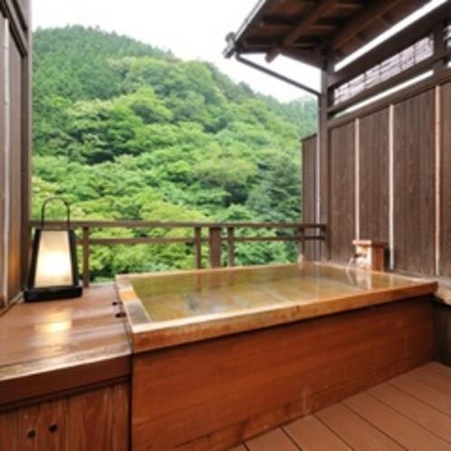 【桐:客室露天風呂】露天風呂/和室10畳/次の間4.5畳/ウッドテラス/庭園