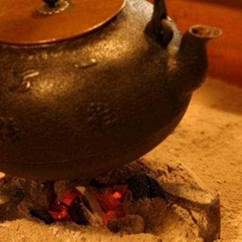 館内 囲炉裏 火