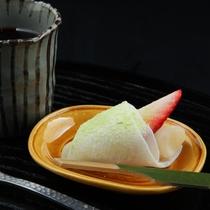 【冬】奄美黒糖プリンと苺のし餅