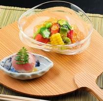 夏の座付 夏野菜とかつお出汁のジュレ 一口手毬寿司