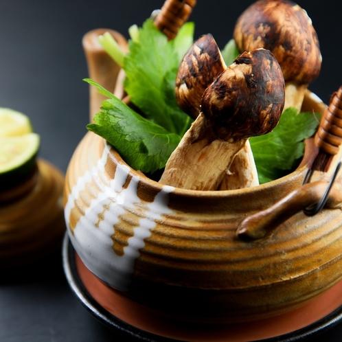 【秋】松茸と赤城鶏の土瓶蒸し