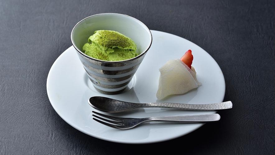 【冬料理】水菓子 苺ののし餅と季節のジェラート