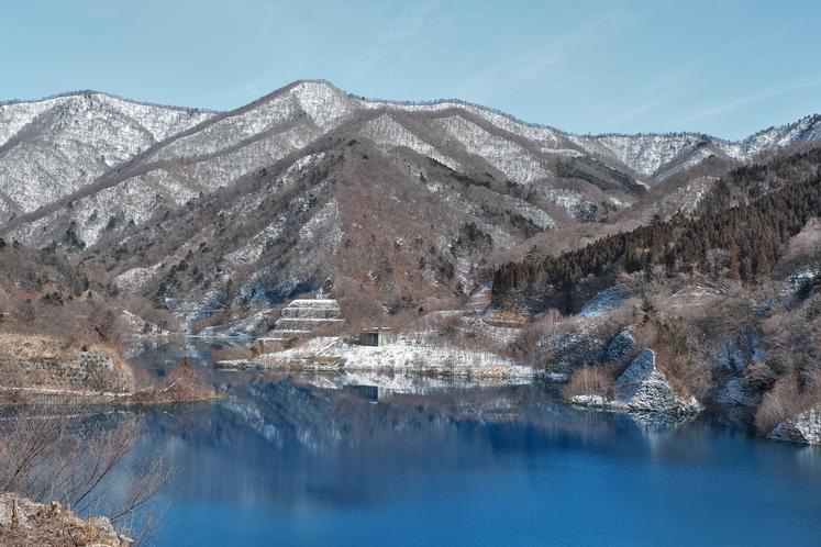 冬の奥四万湖(2月)
