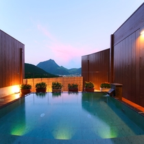 【大浴場】男湯からも女湯からも、「由布岳」が綺麗に見えます。