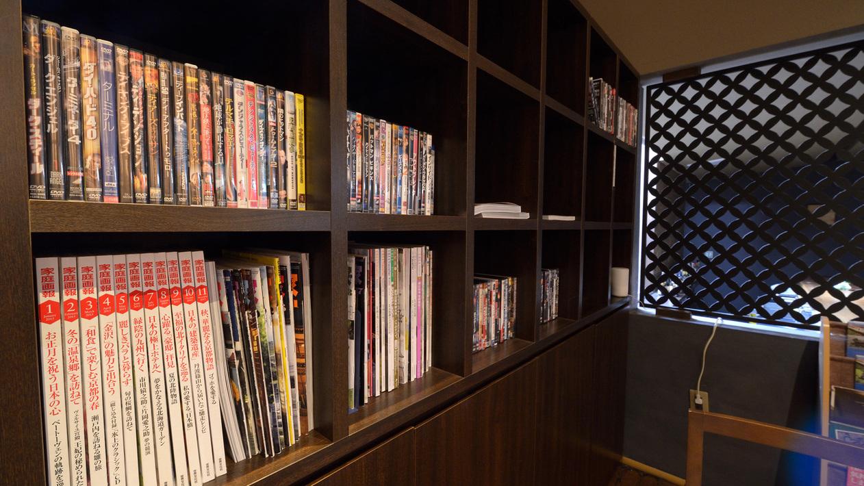 *【館内】本、雑誌などを取り揃えております。お部屋でごゆっくりご利用ください。