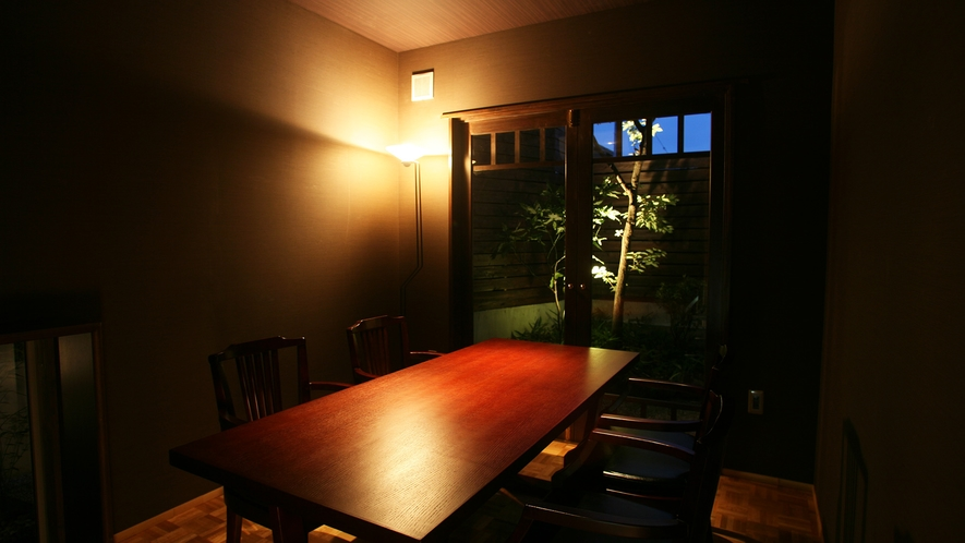 *お食事処 個室は8つご用意。部屋ごとにご案内しますのでプライベートでお食事をお楽しみいただけます。