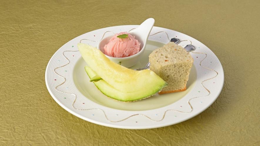 *【夕食一例】量より質会席/水菓子一例。旬のデザートをご用意致します。