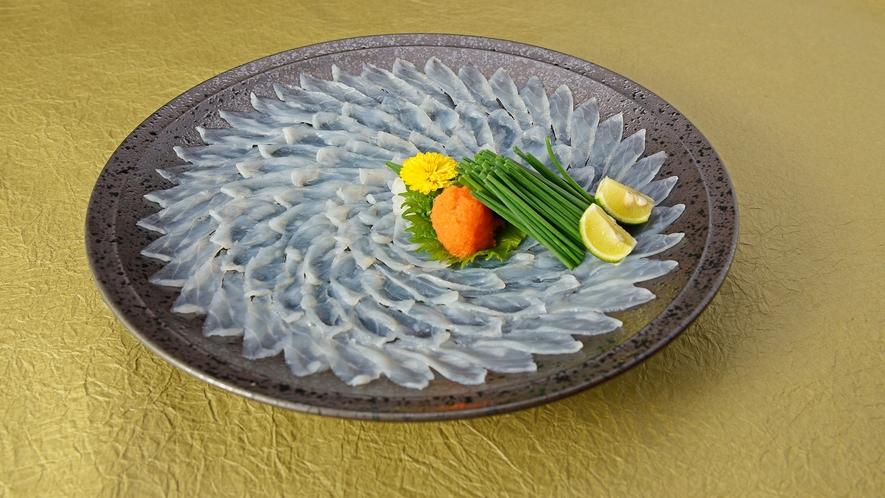 *【夕食一例】ふくフルコース/贅沢ふく刺しならではの光景!大輪のふくの華をお愉しみ下さい。
