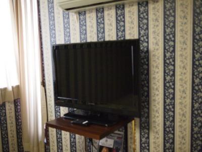 32インチ液晶テレビ1