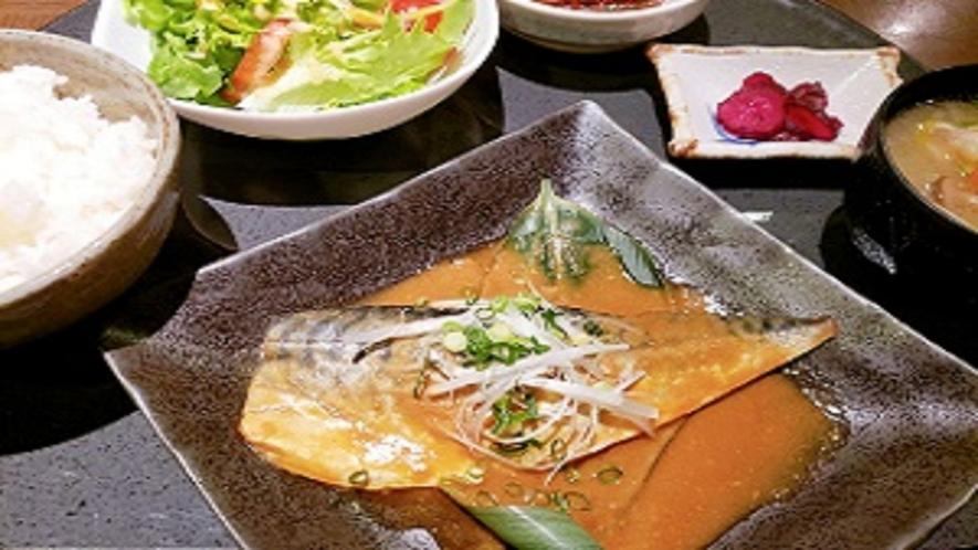 夕食レストラン サバの味噌煮定食