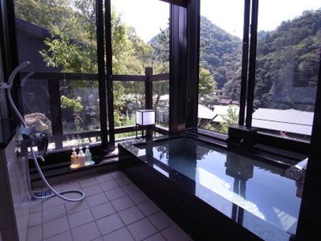 【クリスタル】琉球畳 和洋室山の景色を望む温泉付離れ