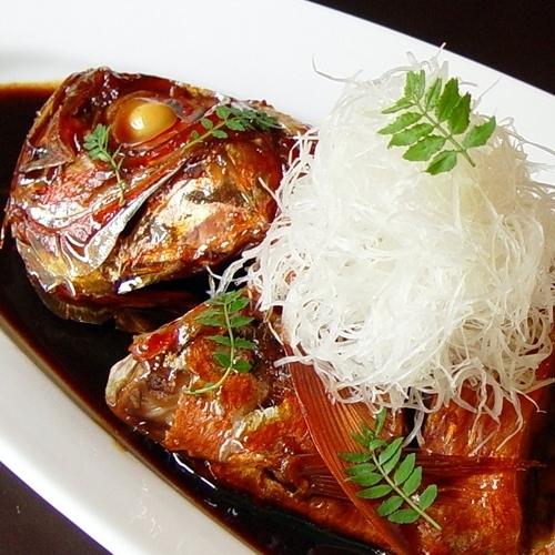 ≪別注料理≫ふんわり、ジューシーな金目鯛の姿煮は一番人気!(ご予約制)