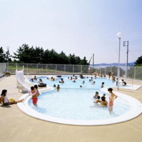 □夏はプールでめいいっぱい遊ぼう!