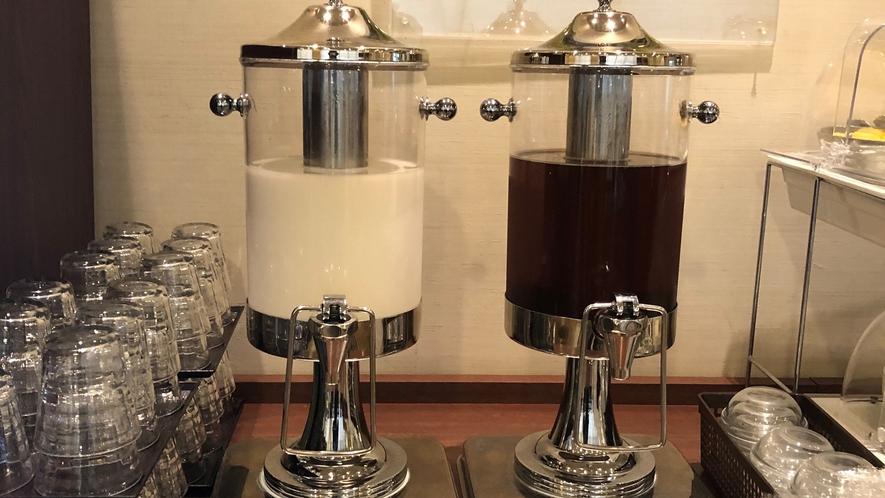 ドリンクディスペンサー 牛乳&ウーロン茶