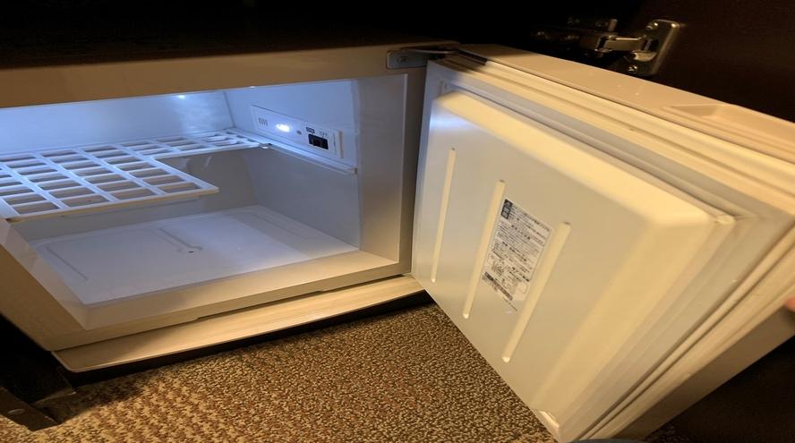 客室 冷蔵庫  中は空なのでご自由にお使いくださいませ。