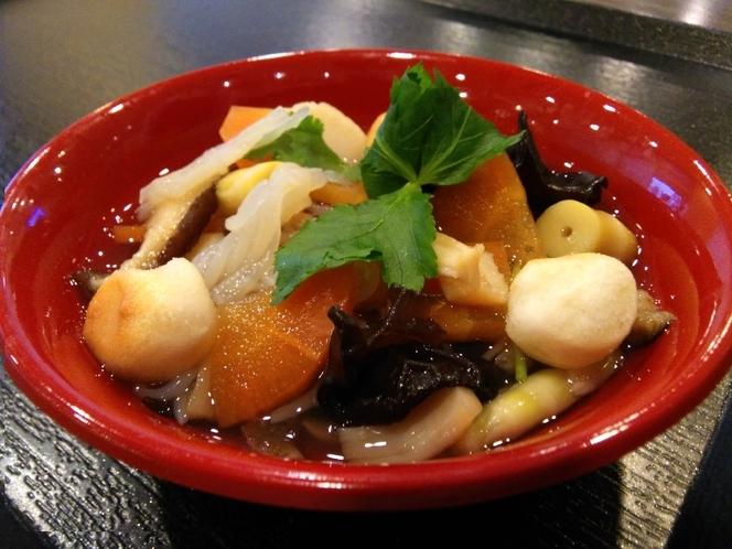 こづゆ 会津藩のご馳走料理としてうまれたこづゆは現在も正月や冠婚葬祭などの特別な日には欠かせないもの