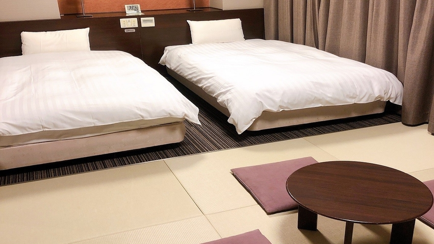 ■和洋室27.5平米(ベッド幅110cm×205cm×2台 和布団×2組)■