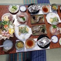 *夕食一例/こしもと自慢の鍋料理や魚料理をお楽しみください。