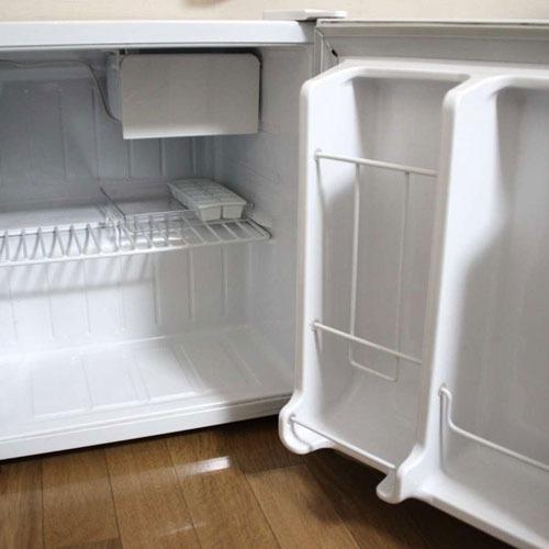【冷蔵庫】ユニットバス付きの個室には、冷蔵庫が完備しております。