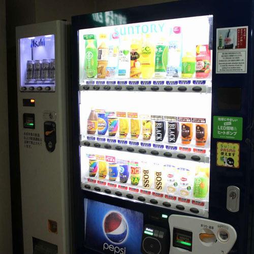 【自動販売機】缶ビールもございます。タバコの販売はいたしておりません。