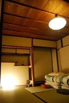 寝室(6畳・3畳)羽毛布団・低反発マットレスでゆっくりおやすみ頂けます。