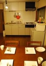 キッチンー調理器具完備。ご滞在中も自炊できます。