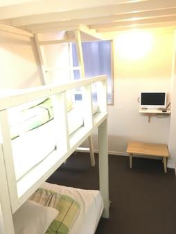 個室ツインルーム(ロフト2階完備)