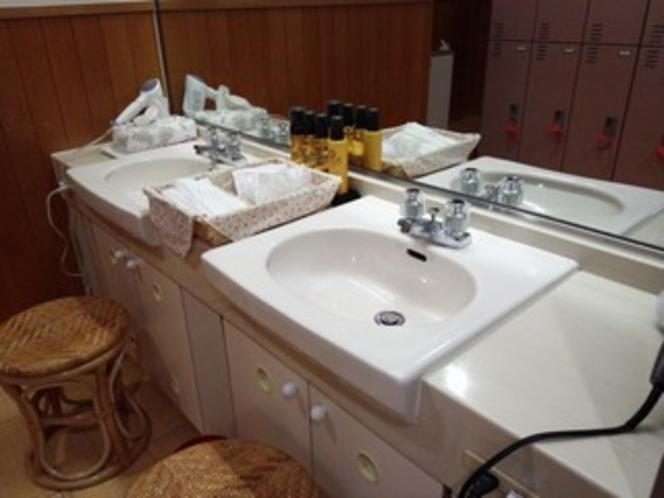 【大浴場】 脱衣所・洗面所