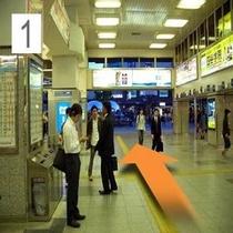 在来線側「南出口」改札を出ると駅正面へ