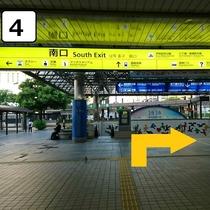 南口を右に出て駅に沿って直進します
