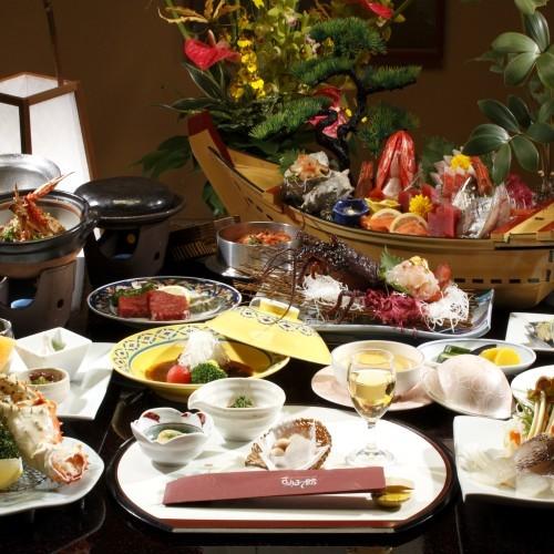 【会席一例】旬な食材と海の幸を贅沢に使用した季節の会席料理。当館料理長が腕を振るって作り上げた逸品。